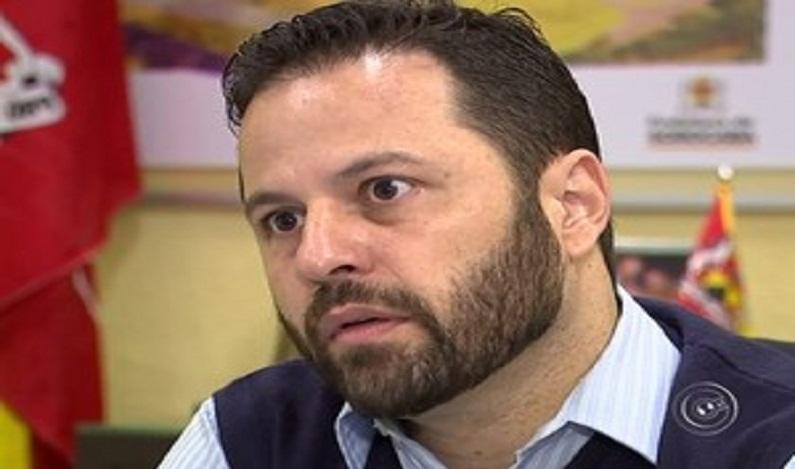 Ex-secretário suspeito de furto foi ao banheiro esconder dólares, diz polícia