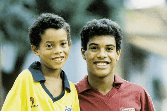 Ronaldinho Gaúcho relembra morte do pai em carta emocionante; leia