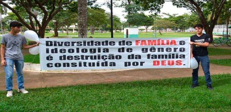 Protesto contra famílias gays reúne cerca de 500 pessoas em Rondônia