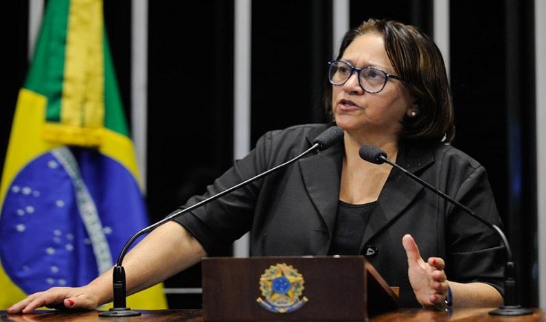 Senadora Fátima Bezerra diz que Temer nomeou Moreira Franco para livrá-lo da Lava Jato