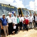 Maurão de Carvalho prestigia entrega de dez ônibus escolares em Cujubim