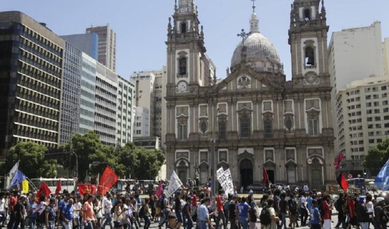 Manifestação de servidores fecha ruas do Centro do Rio