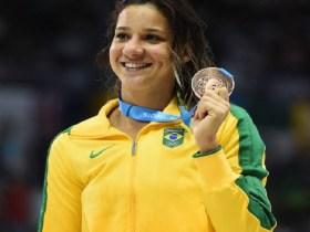 Nadadora Joanna Maranhão se filia ao PSOL