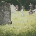 'O mal morreu com meu péssimo pai': filha é criticada após obituário sincero