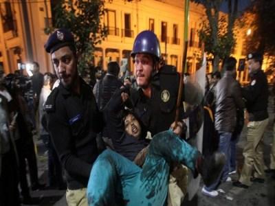 Explosão deixa ao menos 10 mortos e 58 feridos no Paquistão