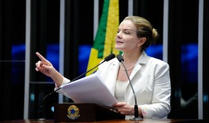 No Senado, Gleisi Hoffman defende 'greve geral das mulheres'