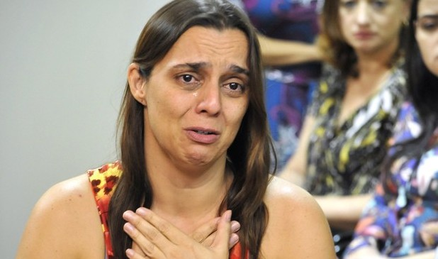 Mãe acusada de matar bebê e guardar corpo por 5 anos vai a júri, decide juiz