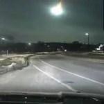 Policiais gravam meteoro cruzando o céu no centro-oeste dos EUA