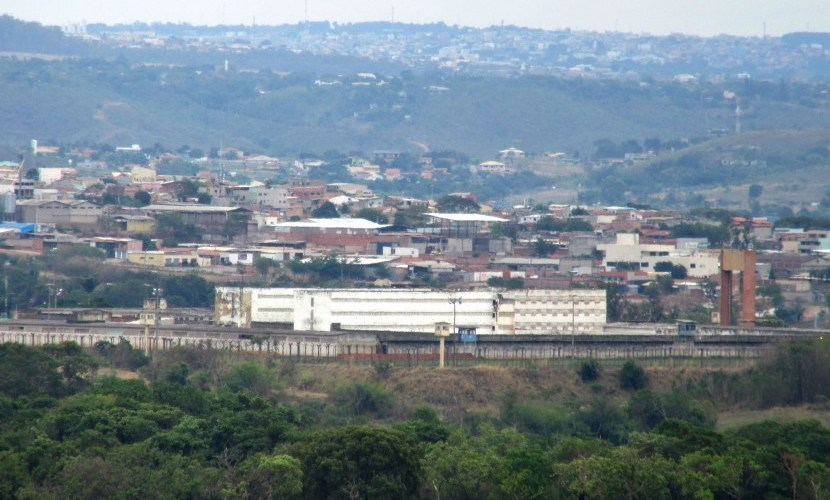 Advogado que entrou com droga na Papuda deve seguir preso