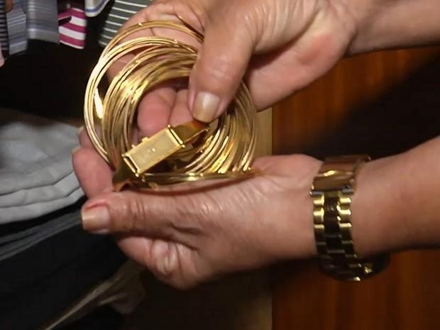 Doméstica é suspeita de furtar R$ 40 mil em joias no 1º dia de trabalho