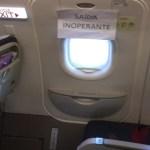 Voo decola com saída de emergência 'inoperante', diz passageira