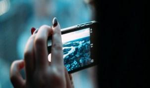 Usar smartphone durante o voo pode acabar em prisão