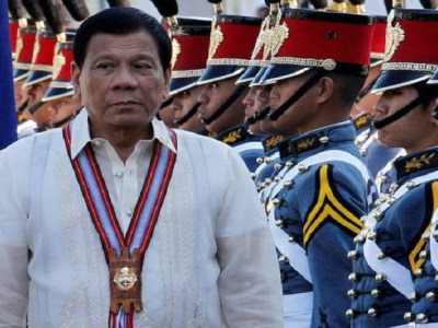"Pedido de ""impeachment"" de Presidente filipino é apresentado ao parlamento"