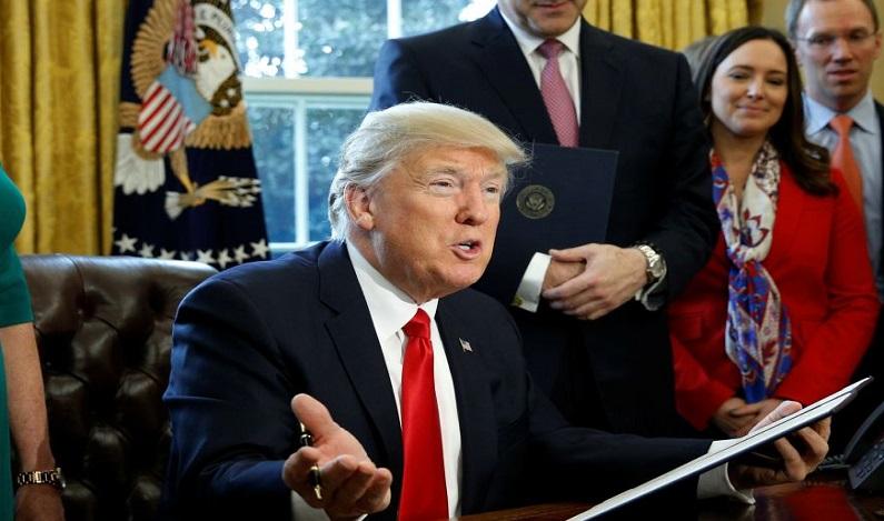 Trump comemora recorde das bolsas de NY e confiança do consumidor