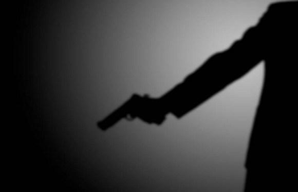 Homem se coloca em frente a atirador e morre para salvar a irmã