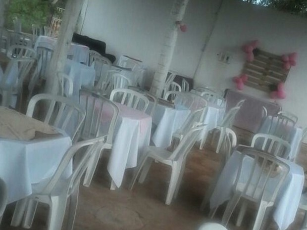 Mulher faz 4 festas de aniversário, mas convidados não aparecem