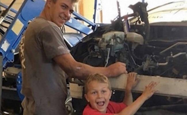 Menino de 8 anos ergue carro de quase uma tonelada e salva o pai