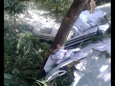 Bimotor cai e mata duas pessoas no interior de São Paulo
