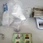 Casal é preso pelo Denarc vendendo drogas no Orgulho do Madeira, em Porto Velho (RO)