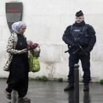 Empresas podem proibir véu muçulmano, decide Justiça europeia