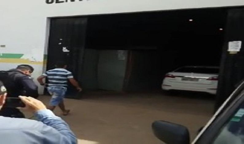 Em Porto Velho, Agente penitenciário é preso após atirar em direção a mototaxistas em briga de trânsito