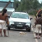 Índios bloqueiam rodovia no interior de Mato Grosso e cobram pedágio de motoristas