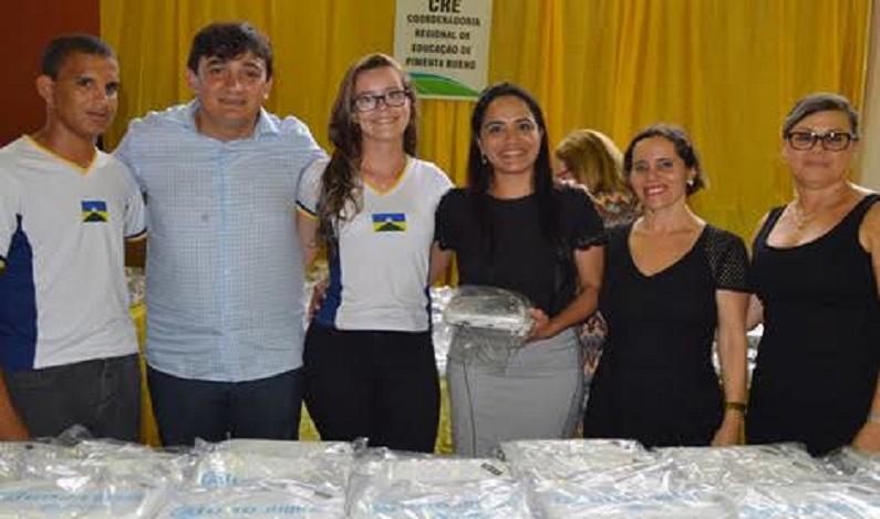 Cleiton Roque participa de entrega de netbooks e destaca visão futurística do governador