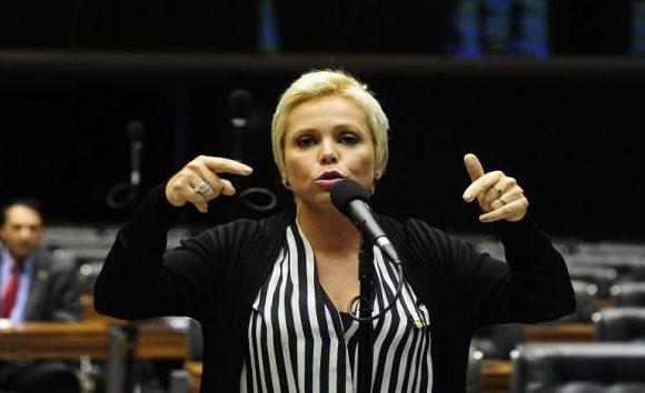 Decisão que autorizou buscas da PF nas casas e gabinete de Cristiane Brasil proíbe deputada de ter contato com o pai