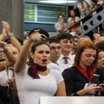 Pilotos e comissários aprovam estado de greve contra reformas