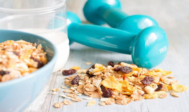 É melhor se exercitar antes ou depois do café da manhã?