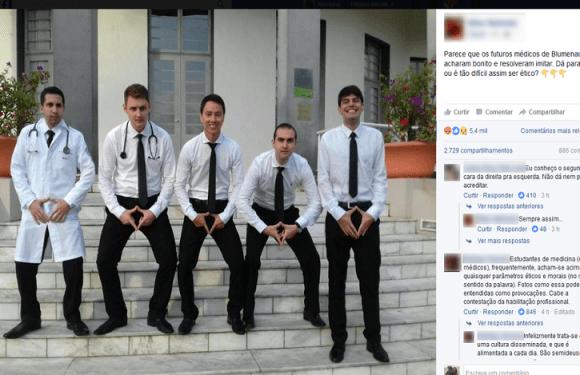 Em SC, universidade apura foto em que alunos de medicina fazem alusão a órgão sexual feminino