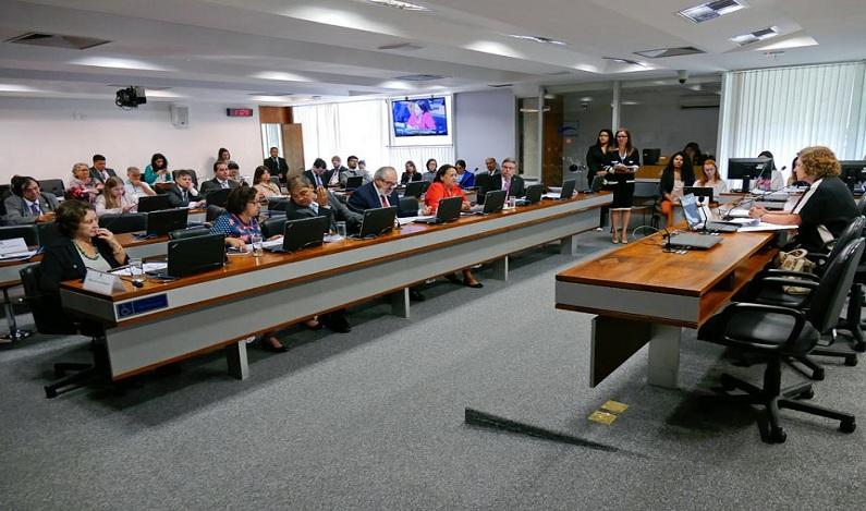 Comissão de Educação pode aprovar novas regras para liberação do FGTS
