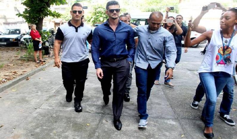 Marcos, do 'BBB17', depõe sobre agressão em delegacia no Rio