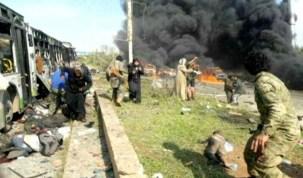 Fotógrafo resgata criança em explosão de ônibus que matou 126 na Síria