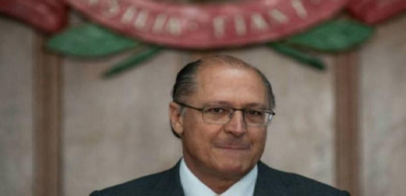 """""""PSDB vai mais uma vez ajudar o Brasil"""", diz Alckmin"""
