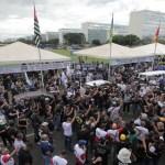 Policiais invadem Congresso em ato contra reforma da Previdência; vídeos