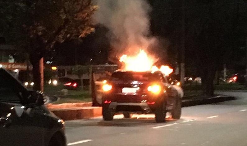 Veículo de luxo pega fogo após deixar revisão em concessionária, diz bombeiros no AM