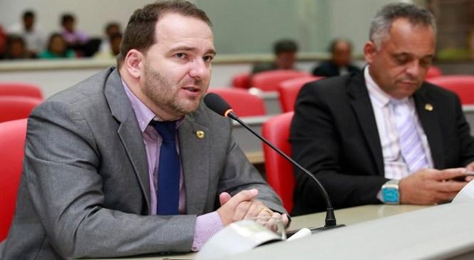 Alex Redano apresenta projeto de lei que disciplina horário de realização de concursos