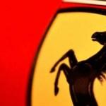 Motorista sofre acidente e abandona Ferrari em SP