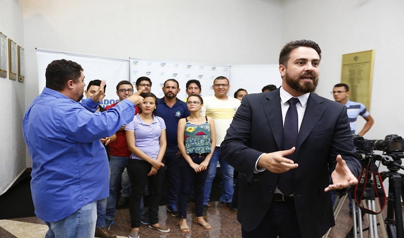 Projeto do deputado Léo Moraes institui a tradução em linguagem de sinais