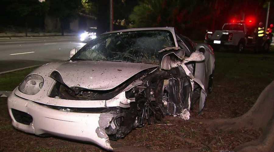 Carro bate em caminhão e mata 5 pessoas da mesma família em rodovia de MT