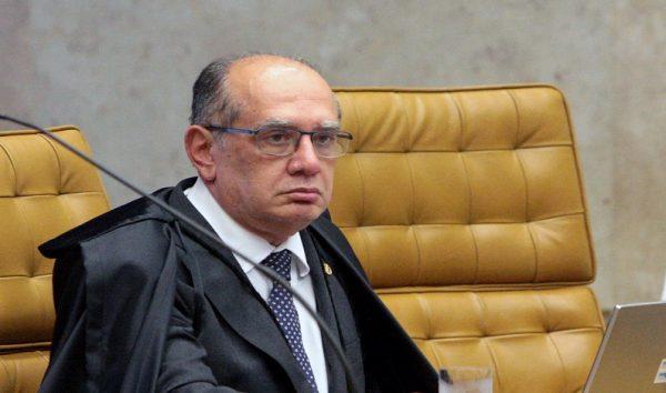 Avião com Gilmar Mendes sofre pane e retorna para Brasília