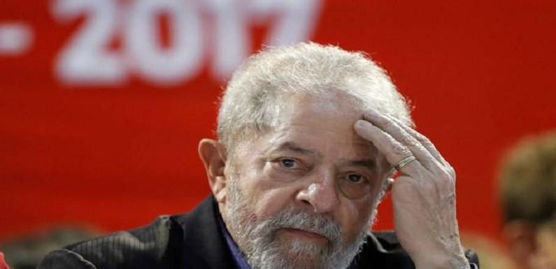 Foto mostra Lula em sítio de Atibaia com ex-presidente da OAS