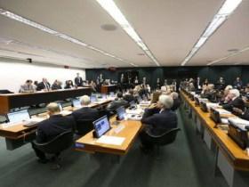 Tempo mínimo de contribuição para a Previdência fica em 25 anos, decide comissão