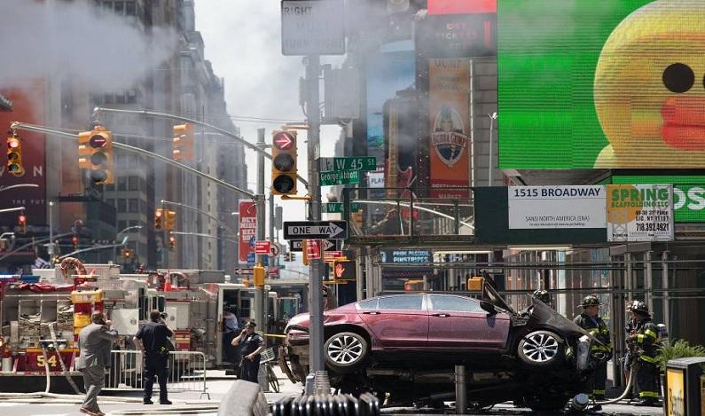 Motorista atropela pedestres em NY e diz que 'ouviu vozes'