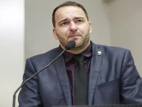 """Alex Redano pede alteração na Lei de criação do Prêmio """"Professor Nota Dez"""""""