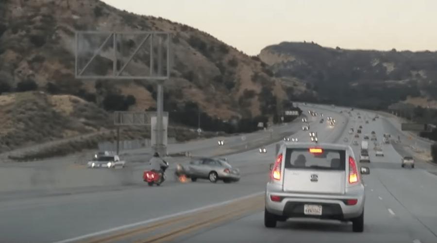Fúria no trânsito provoca impressionante sequência de acidentes em rodovia nos EUA; confira o vídeo