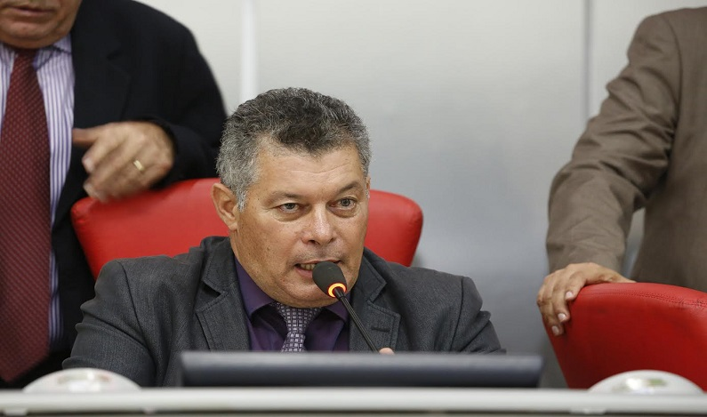 Deputado Edson Martins pede melhorias para municípios ao DER