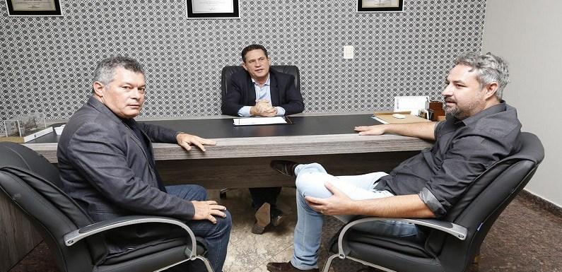 Prefeito de Ouro Preto pede apoio a deputados para o município
