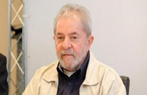 Acusado pela Lava Jato, Lula defende exoneração de procuradores